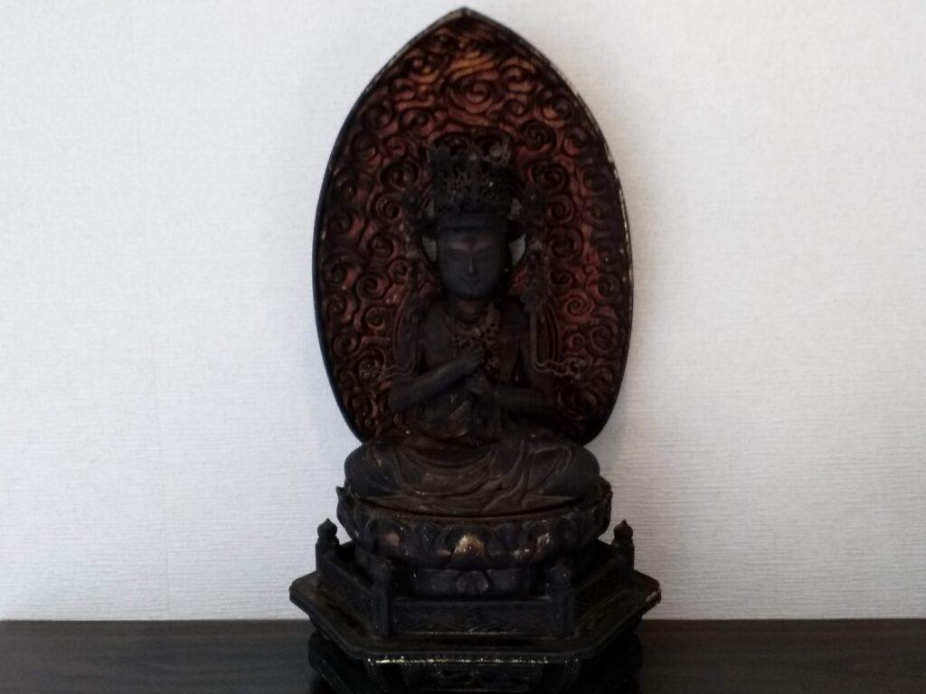 仏像|菩薩坐像と他数点の仏像の買取り写真